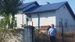 Dan in front of Oskar's school in Fachria