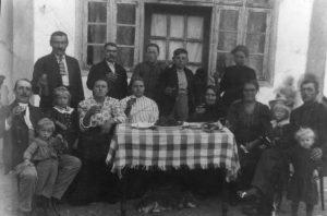 Georg, Oskar, Victoria, Mina  Habermann w. neighbors in Fachria