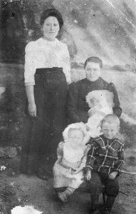 Rosina, Margaretha and children